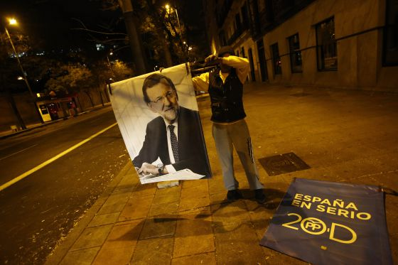 Unos carteles de campaña del PP, en Madrid