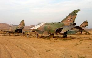 Aviones Phantom ya retirados que ahora son blancos en las prácticas de tiro.