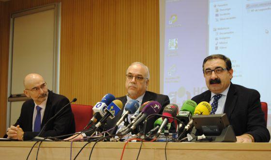 El director de Salud, Manuel Tordera; el alcalde de Manzanares, Julián Nieva; y el consejero de Sanidad de Castilla-La Mancha, Jesús Fernández.
