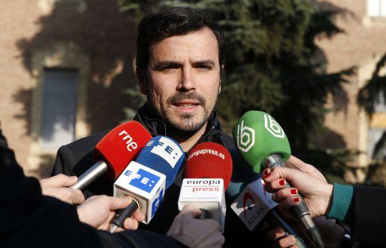 El candidato de Unidad Popular-IU a la presidencia del Gobierno, Alberto Garzón, en declaraciones a los periodistas al pasado día 25.