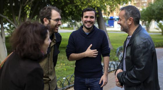 Alberto Garzón, diputado de Unidad Popular- IU, en Málaga con cargos de su partido el pasado día 2.