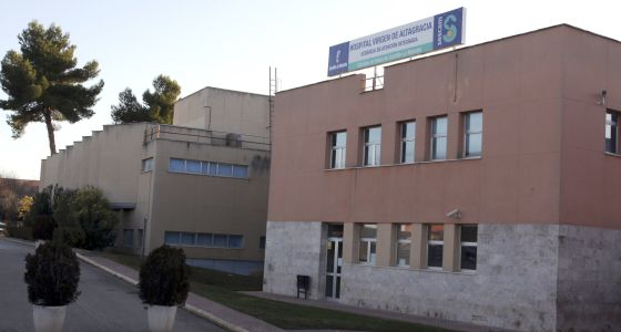 Fachada del hospital Virgen de Gracia de Manzanares (Ciudad Real), donde están ingresados la mayoría de los 23 hospitalizados por el brote de legionela.