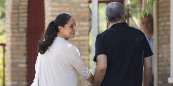 La tonadillera Isabel Pantoja, a las puertas de la cárcel el pasado verano.