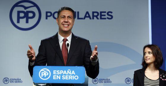 El líder del PP catalán, Xavier Garcia Albiol, junto a Andrea Levi.