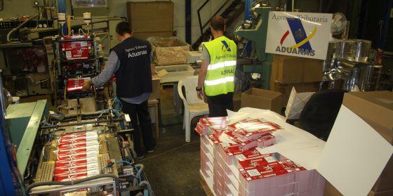 Fábrica ilegal de tabaco desmantelada por Vigilancia Aduanera.