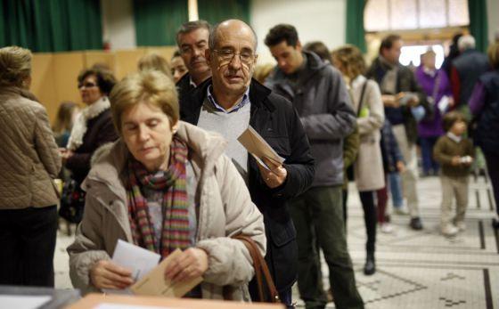 Votantes en colegio de Madrid en las pasadas elecciones del 20 de diciembre.