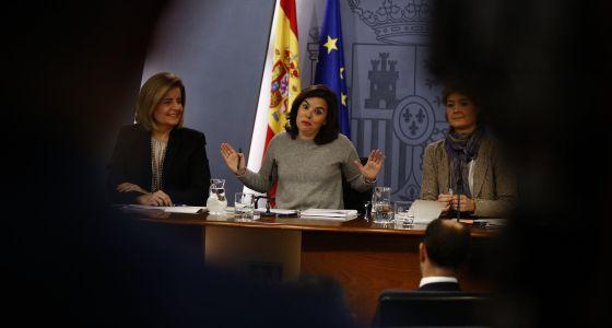 Fátima Báñez, Soraya Sáenz de Santamaria e Isabel Tejerina, este viernes.