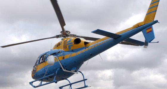 Un helicóptero Pegasus, que controla con un radar las carreteras.