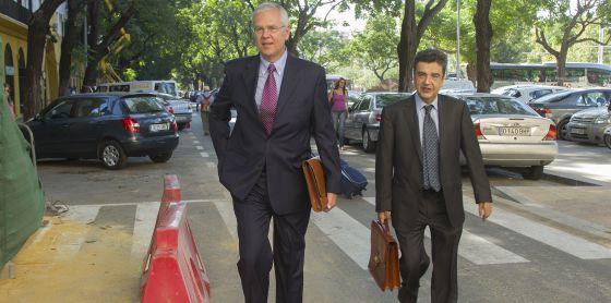 El ex interventor general andaluz, Manuel Gómez, en los juzgados en 2013.