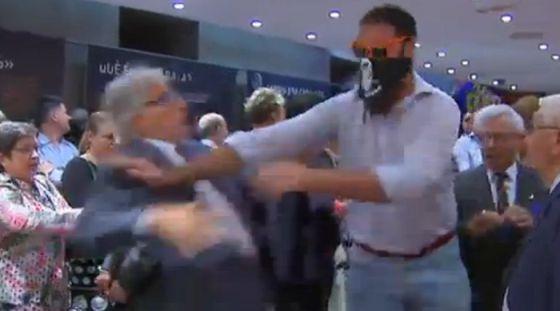 Agresión al exdiputado de CiU Josep Sánchez Llibre