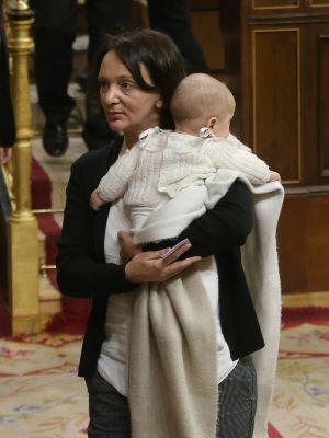 Bescansa con su bebé este miércoles en el Congreso.