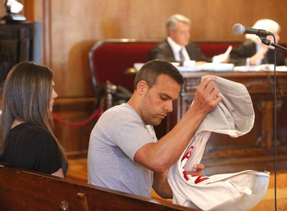 Marcos Vigo, sentado en el banquillo de los acusados de la Audiencia de Pontevedra.