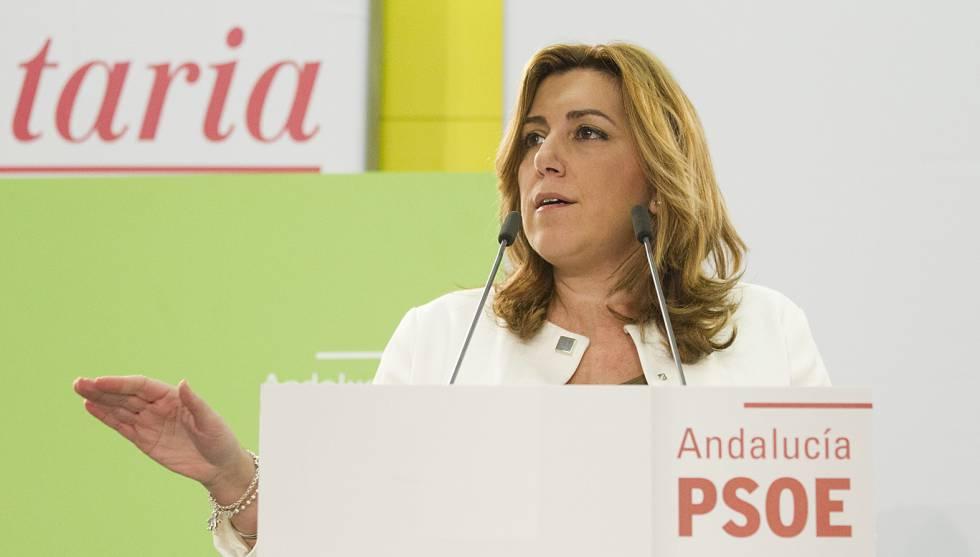 Susana Díaz se dirige a los parlamentarios andaluces.