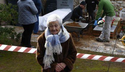 Ascensión Mendieta, durante la exhumación, este martes.