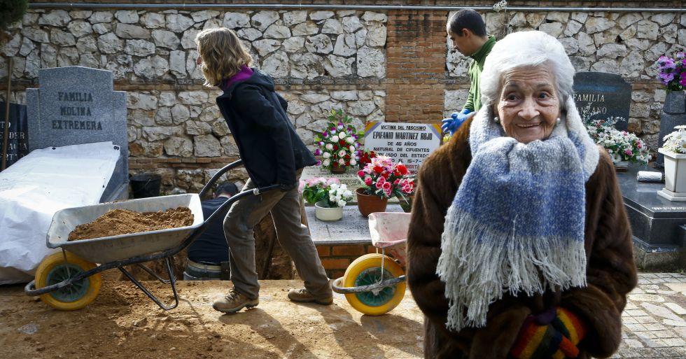 """Yo quiero que me entierren con él"""" 1453194638_672822_1453231315_noticia_normal"""