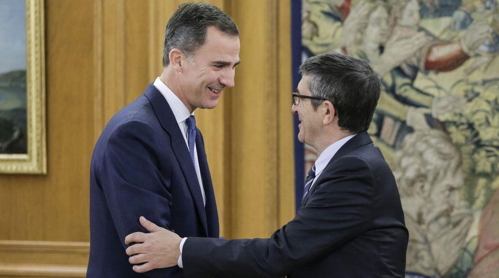 Felipe VI con el recién elegido presidente del Congreso, Patxi López , el pasado 14 de enero