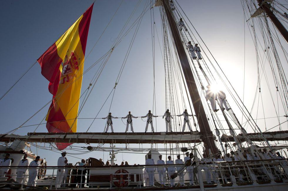 El bueque Juan Sebastián Elcano a su llegada al puerto comercial de Cádiz, en julio del 2015.