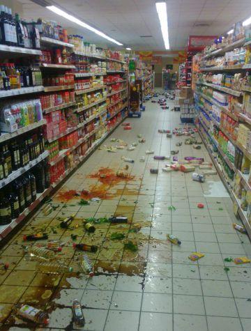 Un supermercado en Melilla tras el terremoto.