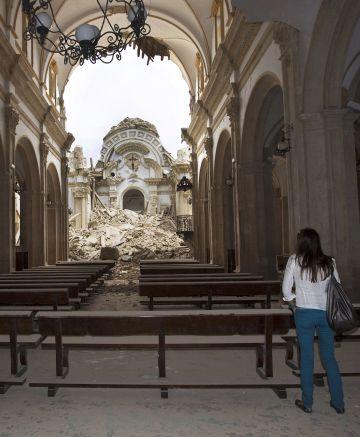 Interior de la iglesia de Santiago de Lorca, tras el terremoto.