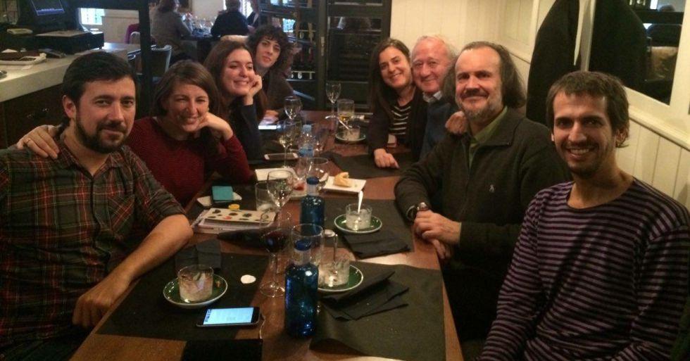 Diputados y senadores de En Marea se reúnen en un restaurante cercano al Congreso el día previo a la constitución de las Cortes.