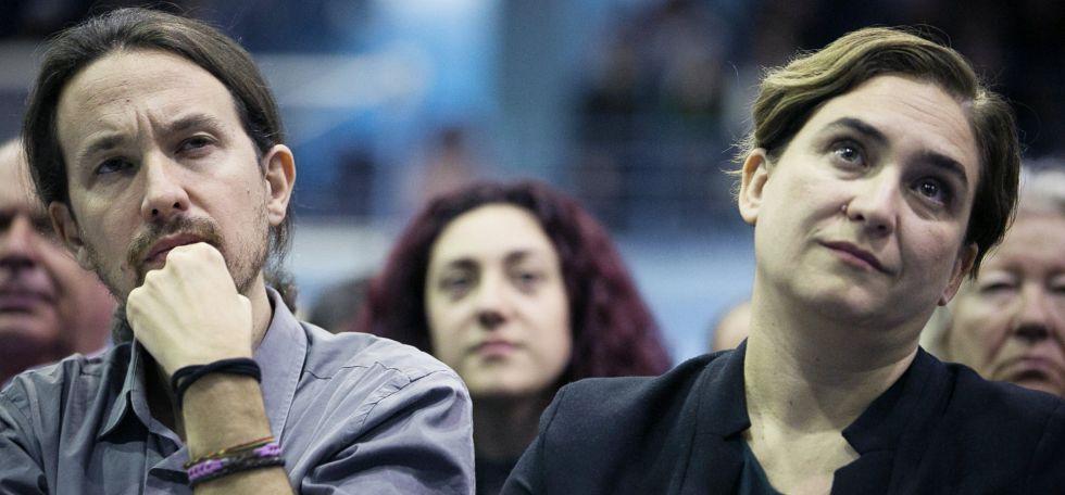 Pablo Iglesias junto a la alcaldesa de Barcelona, Ada Colau