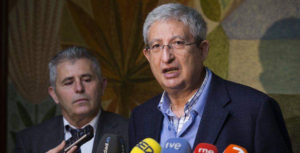 El director de Salud Pública de Murcia, Manuel Molina Boix (d).