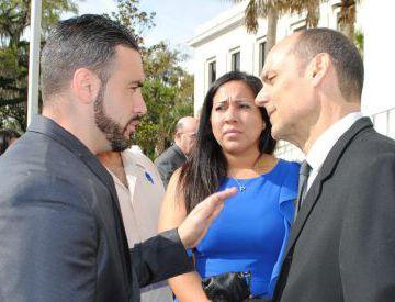 Desde la izquierda, Michael y Tanya Ibar, hermano y esposa del español encarcelado, y su abogado, en una imagen de 2014.