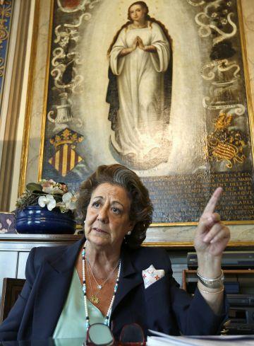 Rita Barberá, en su despacho en 2015.