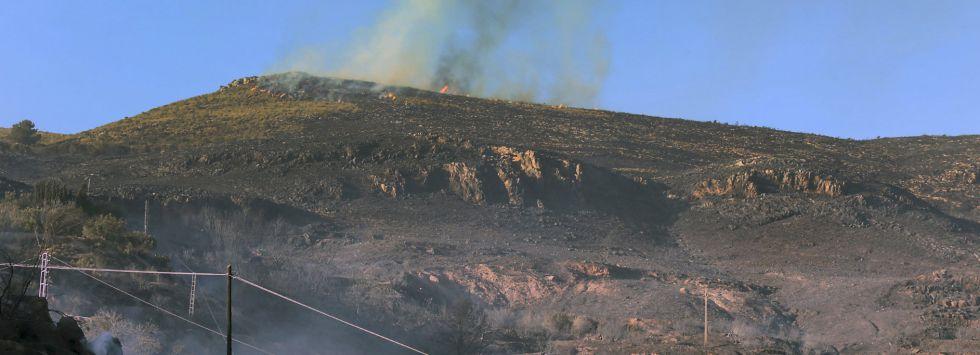 Monte en la Alpujarra granadina afectado por el fuego.