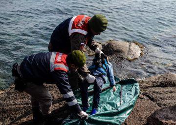 Muere un inmigrante rescatado en Canarias de una patera a la deriva