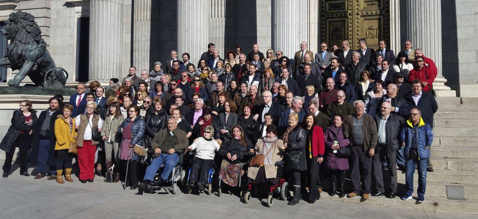 La Asociación de Víctimas de Talidomida de España (Avite), este lunes en el Congreso.