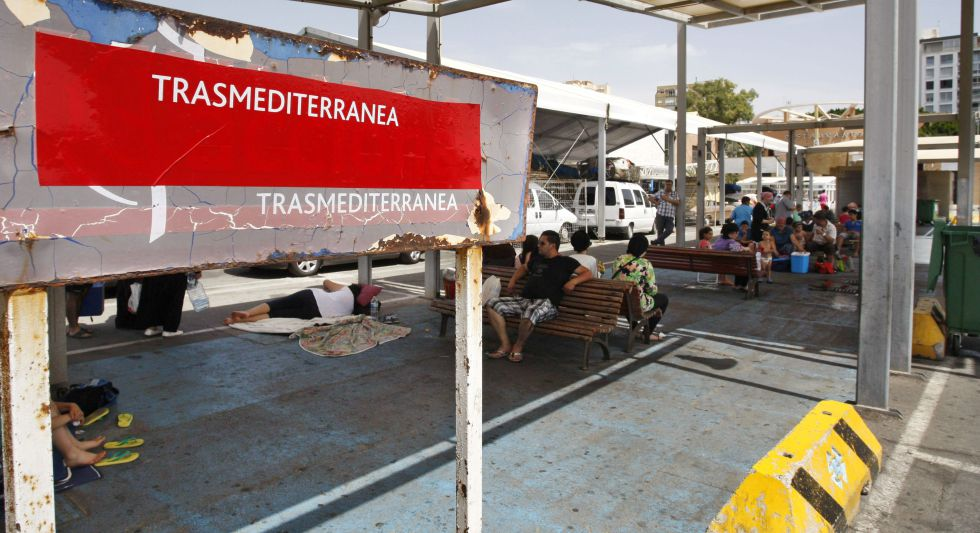 Zona de espera del puerto de Almería, donde atracó el ferry que cubre la ruta a Melilla.