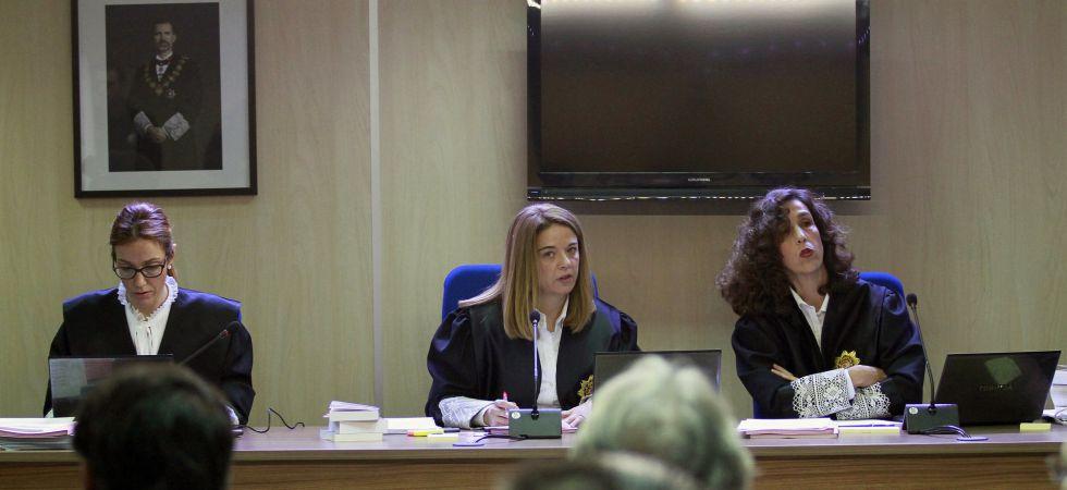 De izquierda a derecha, las juezas del caso Noós: Rocío Martín, Samantha Romero y Eleonor Moyà.