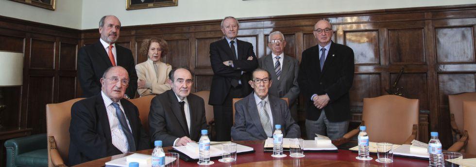 De izquierda a derecha y de arriba a abajo, Mariano Esteban (Farmacia); Carmen Iglesias (Historia); José Elguero (Ciencias Exactas); Pedro R. García (Ciencias Exactas); Elías Fereres (Ingeniería); José Antonio Escudero (Jurisprudencia); Joaquín Poch (Medicina) y Juan Velarde (Ciencias Morales).