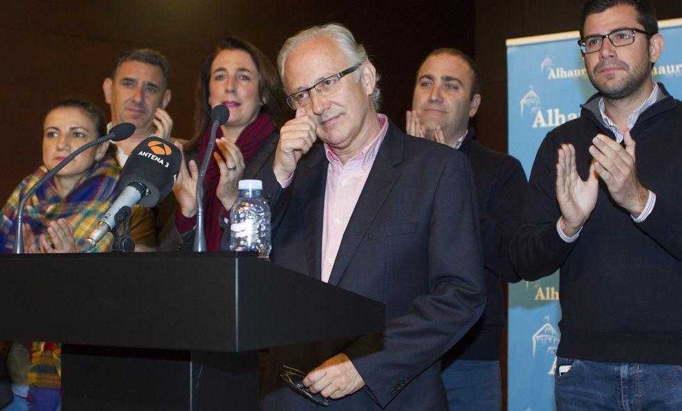 El alcalde de Alhaurín El Grande, Juan Martín Serón, anuncia su dimisión.