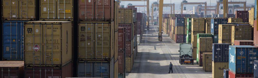 Mercancías custodiadas en el Puerto de Valencia.