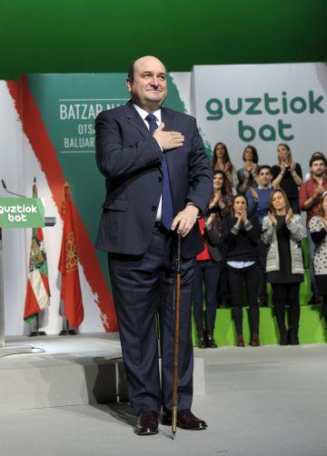 Andoni Ortuzar, tras ser reelegido este domingo como presidente del PNV.