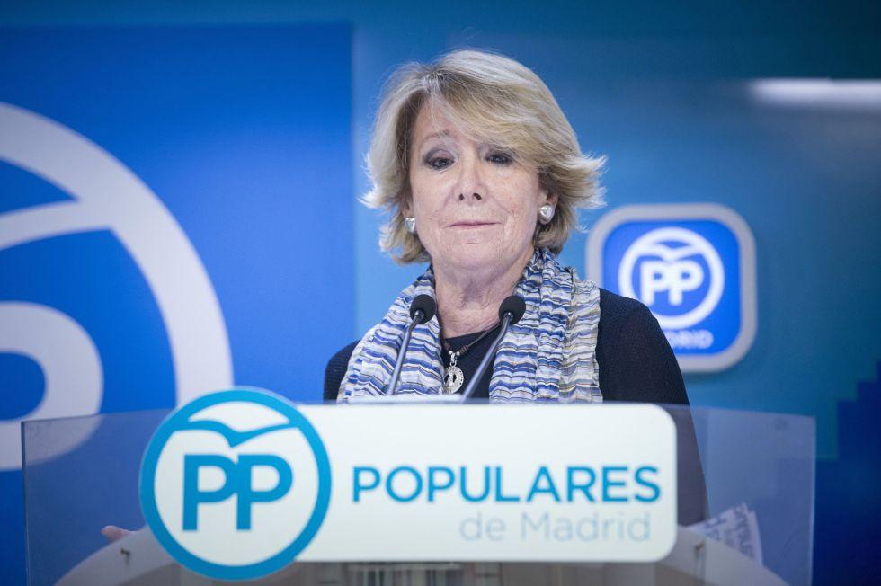 Esperanza Aguirre habla sobre su dimisión a los periodistas.rn