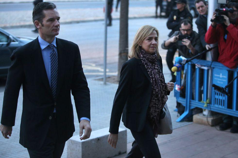 La Infanta y Urdangarin llegan al juzgado de Palma el pasado 11 de enero.