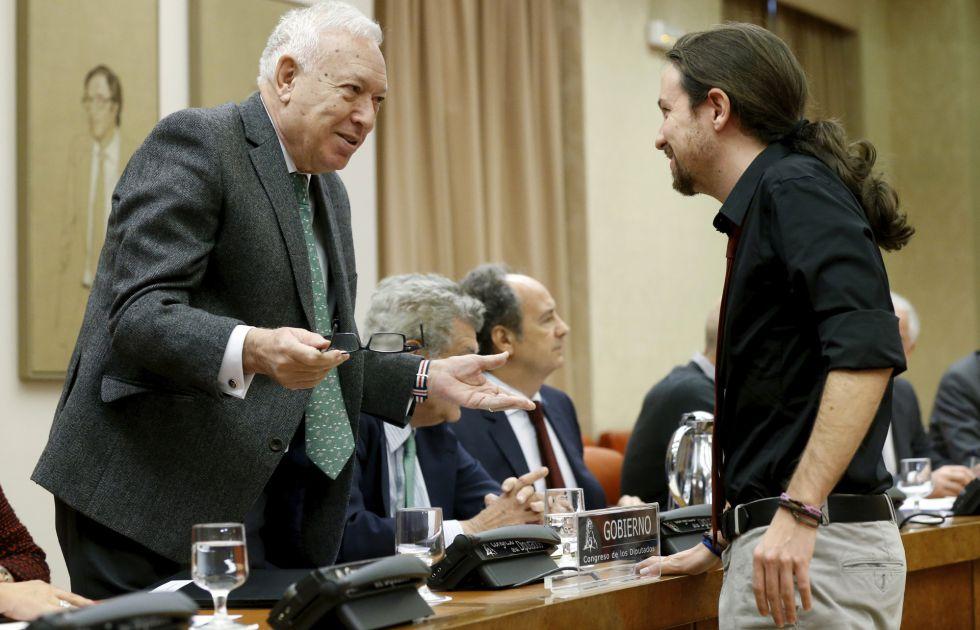 Margallo habla con Iglesias en la Comisión de Asuntos Exteriores.