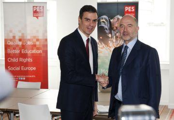 Pedro Sánchez y el comisario de Economía, Pierre Moscovici, en Bruselas.