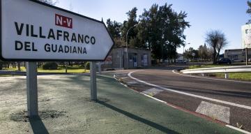Un panel indica la dirección hacia Villafranco del Guadiana.