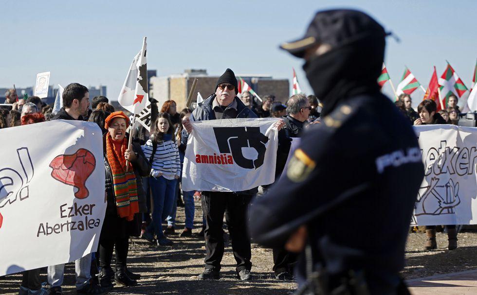 Concentración ante la prisión de Alcalá-Meco para pedir la reagrupación de los presos de ETA.