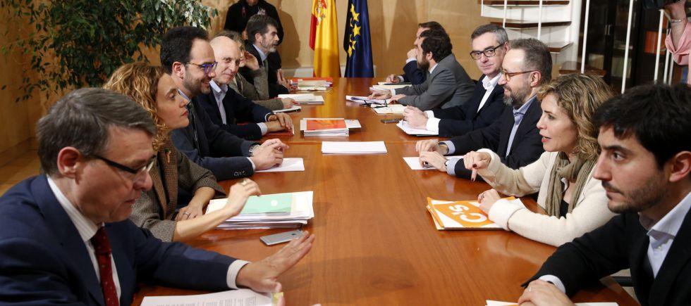 Equipos negociadores de PSOE y Ciudadanos, en el Congreso.