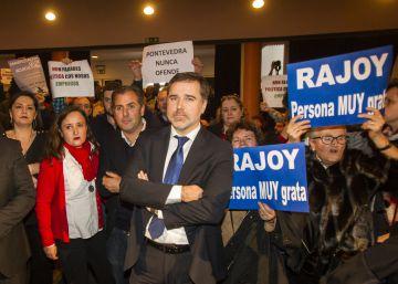 """Rajoy pide al partido que no caiga en la """"histeria"""" por la corrupción"""