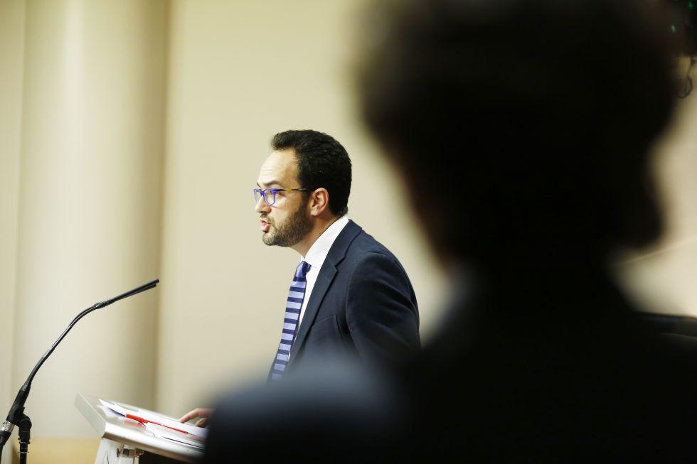 El socialista Antonio Hernando, en el Congreso.