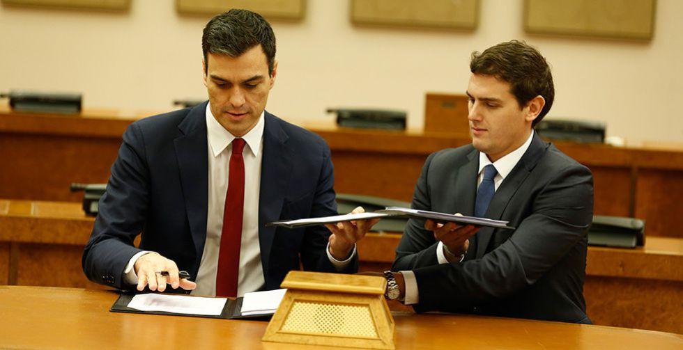 Sánchez y Rivera, tras la firma del acuerdo.