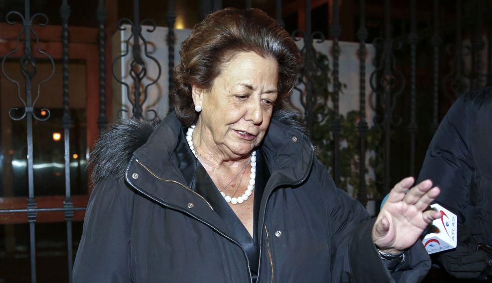 La exalcaldesa y senadora del PP Rita Barberá, este martes a la salida de su domicilio.