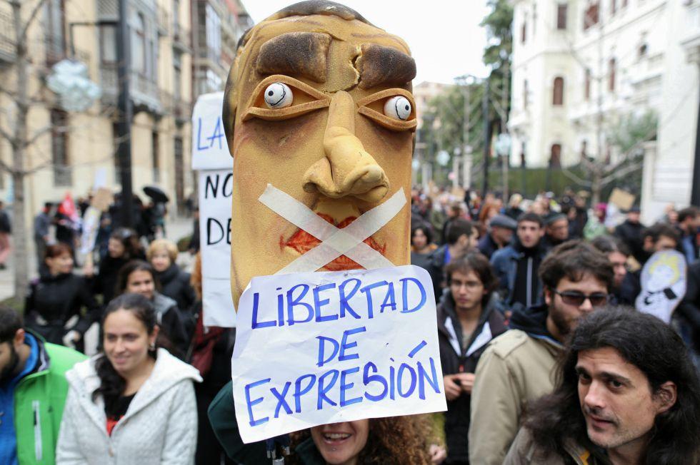 Manifestación en apoyo a los titiriteros en Granada el 13 de febrero.