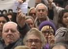 Centenares de sevillanos protestan contra un callejero laico